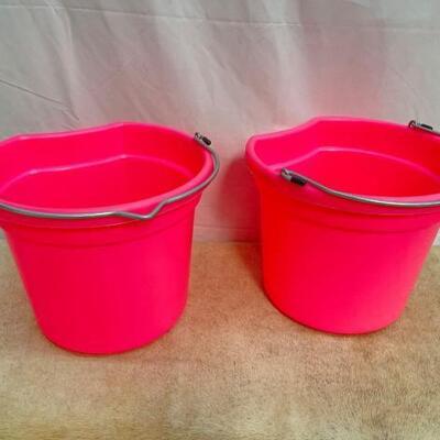 121  NEW Two (2) 20 Qrt. Flat back bucket, 11