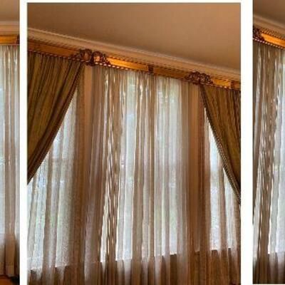 https://www.ebay.com/itm/124842016894GR7003 1900s New Orleans Window 3 Section Cornice Crown from St Charles Ave Local Pickup