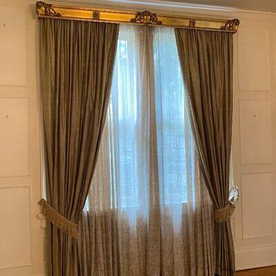 https://www.ebay.com/itm/114924825136GR7002 1900s New Orleans Window XL Cornice Crown from St Charles Ave Local Pickup