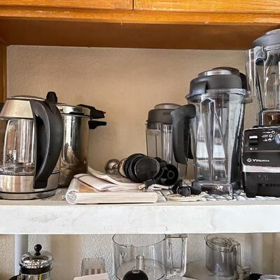 Small appliances like coffee press / chopper / blander and more