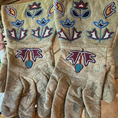 Early gauntlet gloves