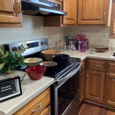 Next few pics are kitchen.