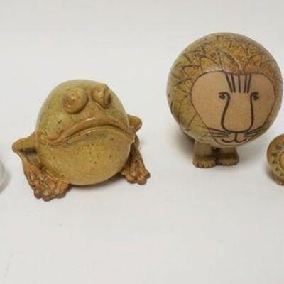 1098MODERN POTTERY LOT W/ANIMALS, TALLEST IS 6 IN
