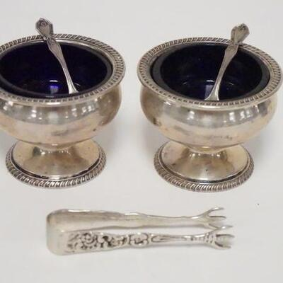 1024STERLING SILVER LOT, 2 SALT DIPS W/BLUE GLASS LINERS, 2 SPOONS, & A SMALL PAIR OF TONGS, SILVER ONLY 4.835 TOZ