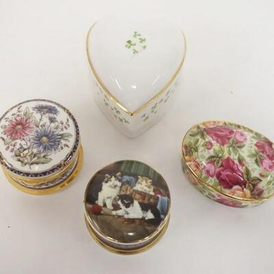 1074GROUP OF 4 PORCELAIN SMALL BOXES, INCLUDES ROYAL ALBERT OLD COUNTRY ROSES