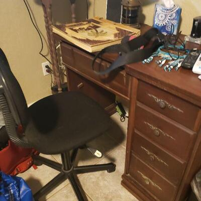 small student or children's desk and desk chair