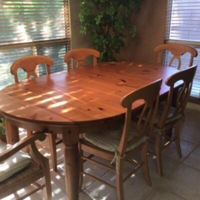 Pine dining table, 6 chairs in excellent condition. $115 Reduced to $75