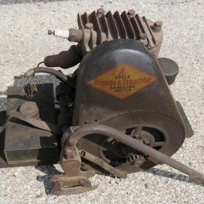 Briggs and Stratton Model Y engine, hand lever start