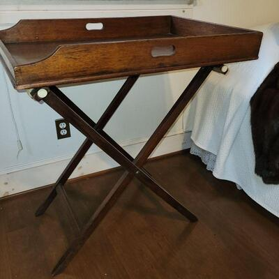 ENGLISH BUTLER'S TRAY ON LUGGAGE STAND