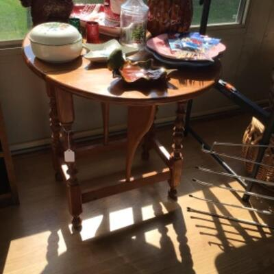 Small drop leaf table! Fits anywhere.