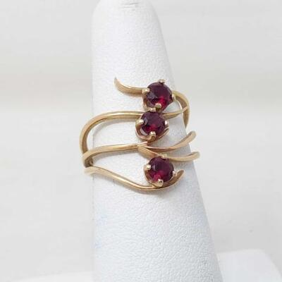 1504  14k Gold Spiral Ruby Trilogy Statement Ring 4g Size 5.5 Weighs 4g