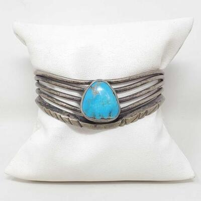 1524  Vintage Native American Turquoise Sterling Silver Fashion Cuff 31.1g Weighs 31.1g Measures Approx 2.5