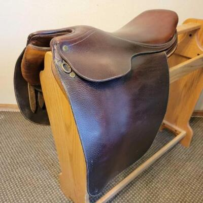 2004  Collegiate English Saddle Rack not included