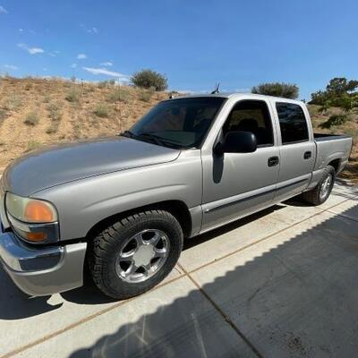 Lot 260: 2004 GMC crew cab pick up See Video!!  CURRENT SMOG  Year: 2004 Make: GMC Model: Sierra Vehicle Type: Pickup Truck Mileage:...