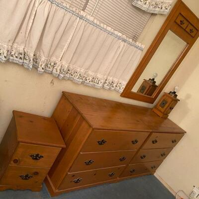 5 piece solid wood bedroom set including 2 dressers, 1 bedside table with drawers, mirror & headboard.  Also matching lamp can be...