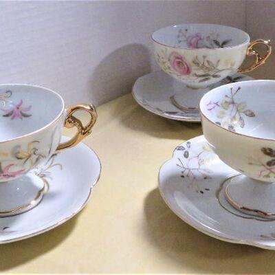 Teacups / saucers set