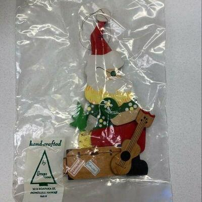 https://www.ebay.com/itm/124963822021NC516 VINTAGE EMQEE CORP HAWAII CHRISTMAS ORNAMENT GREEN TOPSANTA NEW UNOPENEDAuction Starts...