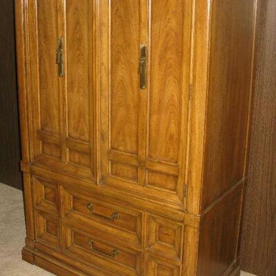 Thomasville armoire   buy it now $ 155.00