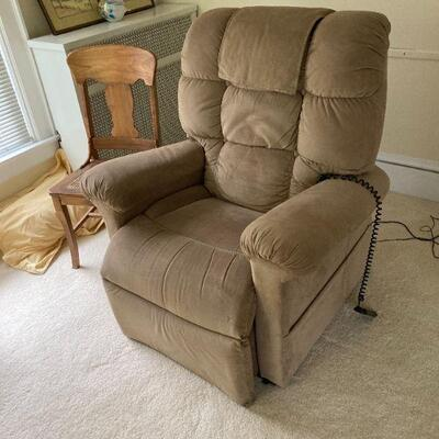 Like new electric lift recliner